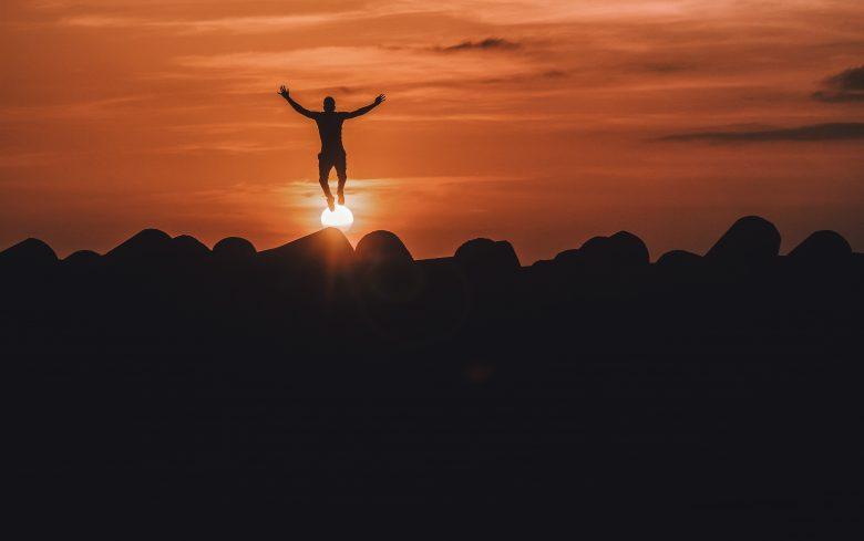将来の夢に向かって飛ぶ人