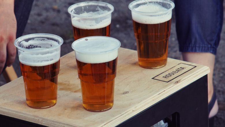 飲み会の席で飲むビール