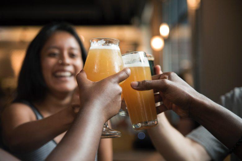 会社の飲み会の乾杯