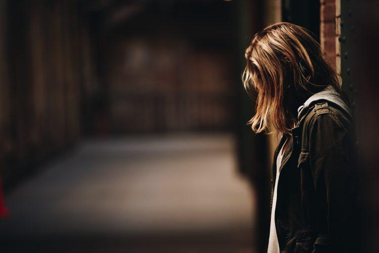 仕事のストレスが限界な女性