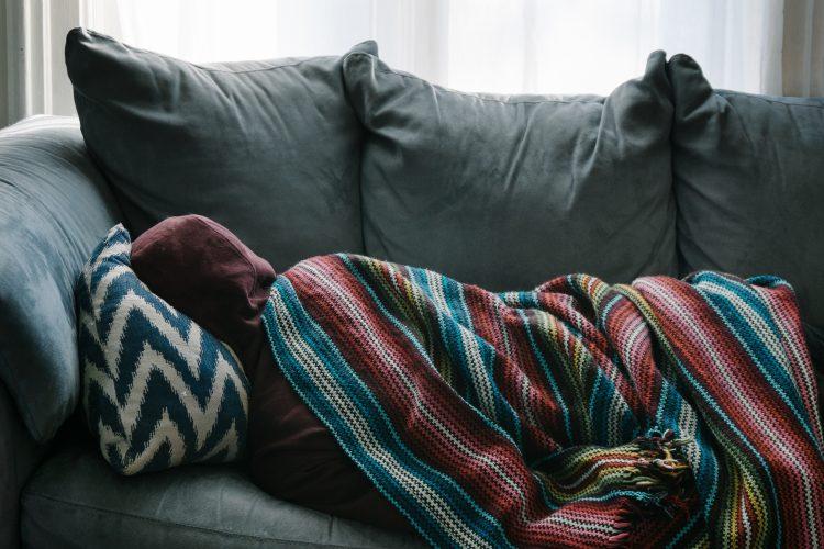 風邪で寝込んでしまった人