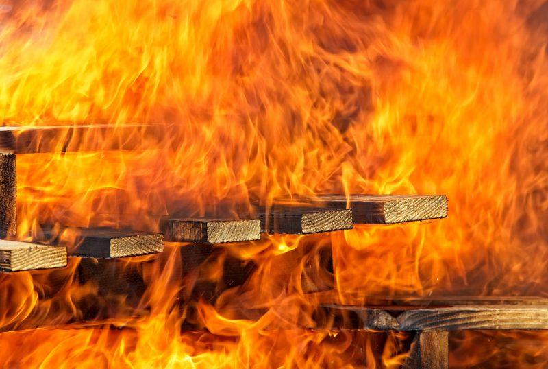非常に危険な大きな火事
