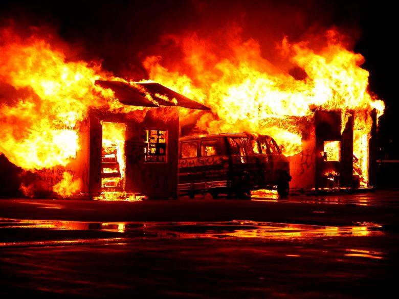 燃えてなくなってしまった車