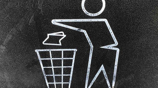 全部をゴミのように捨てる人