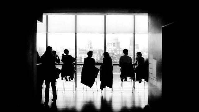 会社を辞めることに反対する人たち