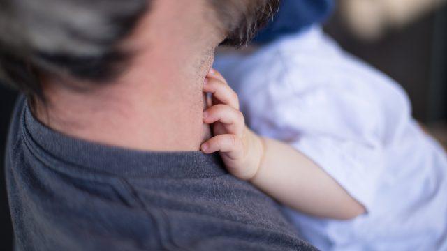 反対するほど息子を愛する父親