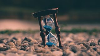 時間を正確に刻む砂時計