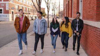 青春を謳歌する学生たち