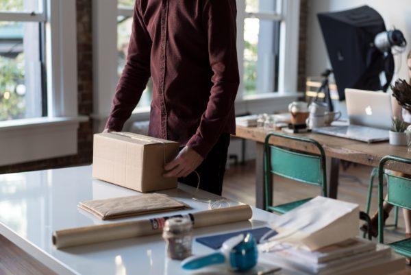 物販の発送を効率化する方法は?