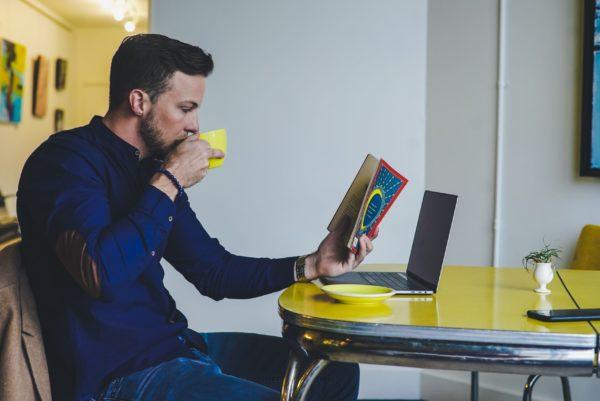 オンラインビジネスで起業した男性